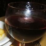 Buon vino nero e pappardelle al ragu di cinghiale