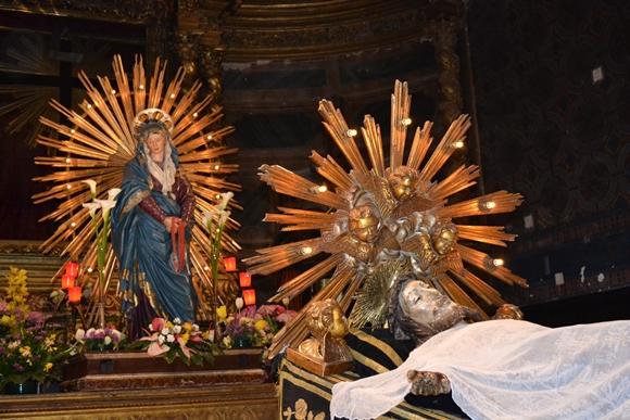 Le statue della Madonna e di Gesù