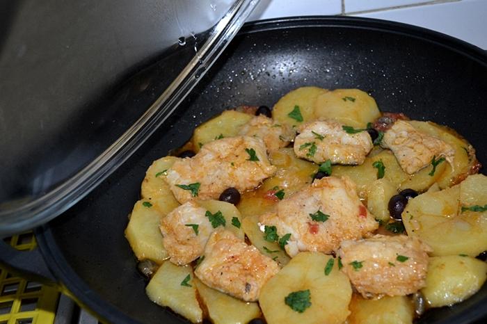 Baccala' in umido con patate, pomodori, olive