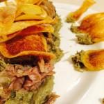 Agnello con carciofi e chips di patate