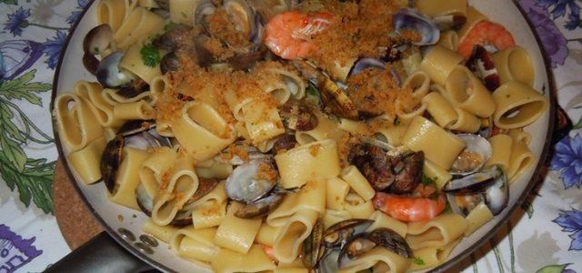 """""""Calamarata"""" con vongole e mazzancolle"""
