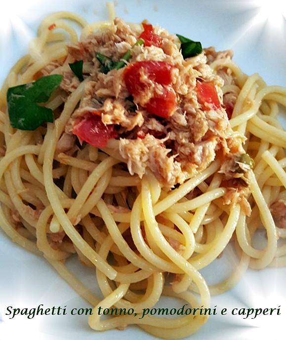 Spaghetti con tonno, pomodorini e capperi