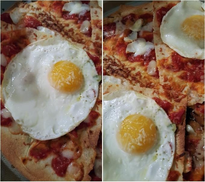 Pane CARASAU con pomodoro, olio ed origano, caciotta e/o pecorino ed uovo fritto