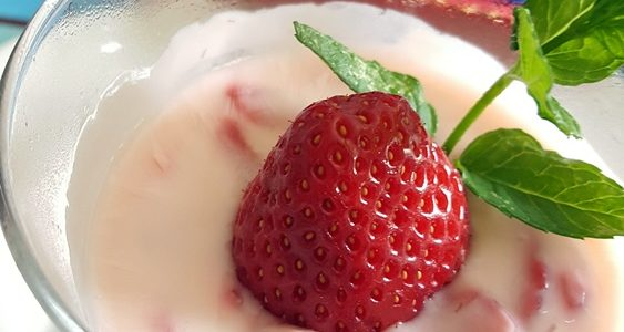 Dessert yogurt e fragole
