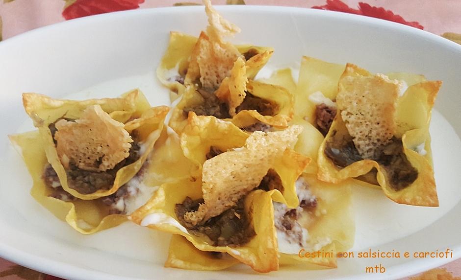Cestini di pasta con salsiccia e carciofi